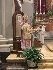 https://www.ragusanews.com//immagini_articoli/07-05-2020/1588853481-i-banchi-della-cattedrale-vuoti-la-diocesi-ha-70-anni-1-240.jpg