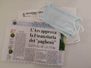https://www.ragusanews.com//immagini_articoli/07-05-2020/chiaramonte-sindaco-gurrieri-recapita-mascherine-e-comunicati-240.jpg
