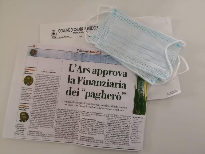 https://www.ragusanews.com//immagini_articoli/07-05-2020/chiaramonte-sindaco-gurrieri-recapita-mascherine-e-comunicati-500.jpg