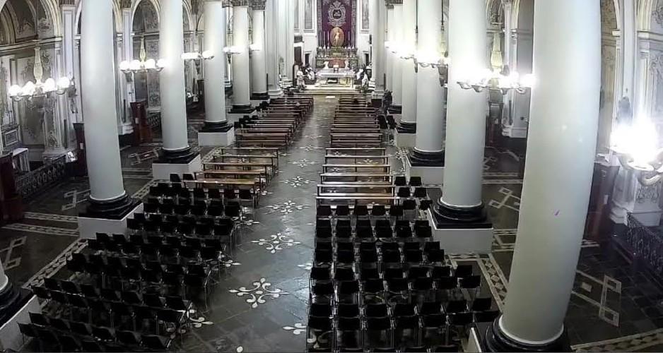 https://www.ragusanews.com//immagini_articoli/07-05-2020/i-banchi-della-cattedrale-vuoti-la-diocesi-ha-70-anni-500.jpg