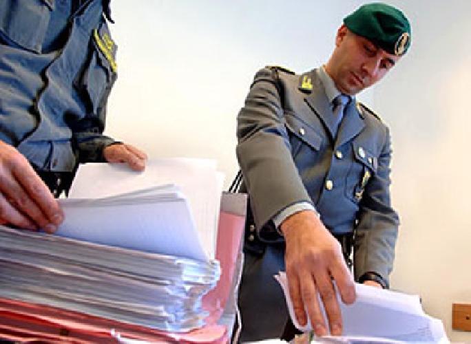 https://www.ragusanews.com//immagini_articoli/07-06-2013/frode-fiscale-domiciliari-per-pasquale-e-fabio-radenza-500.jpg