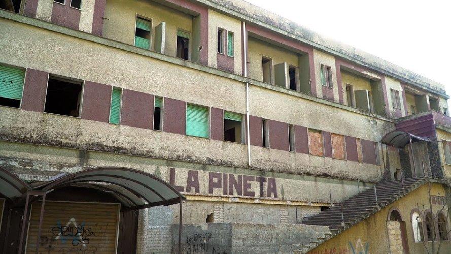 https://www.ragusanews.com//immagini_articoli/07-06-2018/chiaramonte-incarico-legale-documentario-hotel-pineta-500.jpg