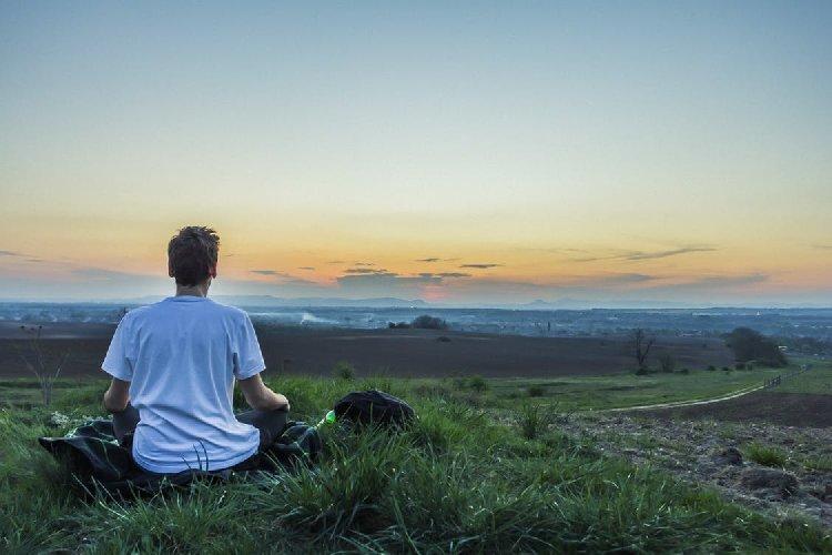 https://www.ragusanews.com//immagini_articoli/07-06-2018/meditazione-praticarla-combattere-stress-500.jpg