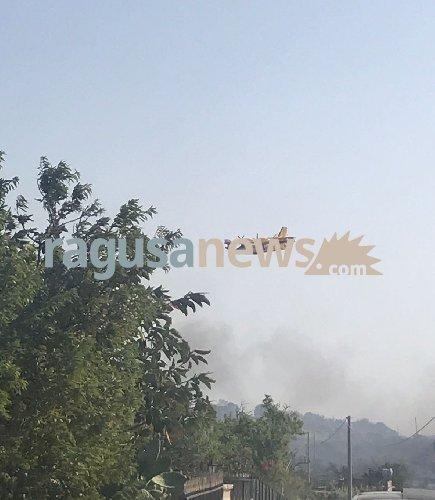 https://www.ragusanews.com//immagini_articoli/07-06-2018/scicli-incendio-pisciotto-disagi-causa-fumo-500.jpg