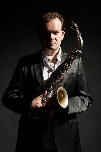 https://www.ragusanews.com//immagini_articoli/07-06-2018/vittoria-jazz-festival-turno-gaetano-partipilo-500.jpg