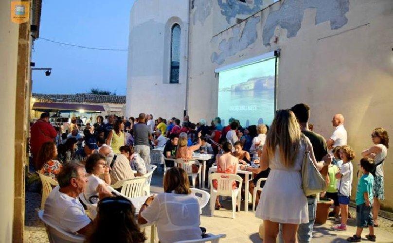 https://www.ragusanews.com//immagini_articoli/07-06-2019/il-festival-pesce-azzurro-a-marzamemi-500.jpg