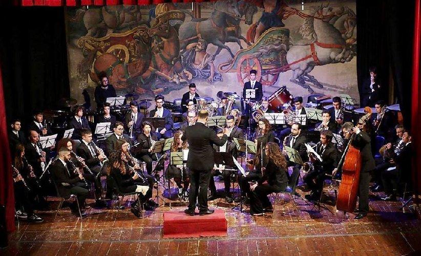 https://www.ragusanews.com//immagini_articoli/07-06-2019/l-orchestra-di-fiati-liceo-verga-a-teatro-a-modica-500.jpg