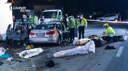 https://www.ragusanews.com//immagini_articoli/07-06-2020/quattro-morti-in-un-incidente-a-bologna-c-e-una-bambina-240.jpg