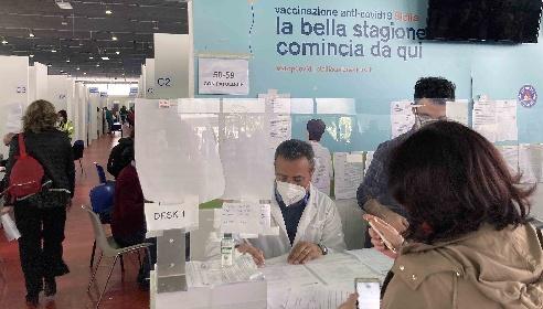 https://www.ragusanews.com//immagini_articoli/07-06-2021/covid-quasi-3-milioni-di-siciliani-vaccinati-e-lo-scatto-finale-280.jpg