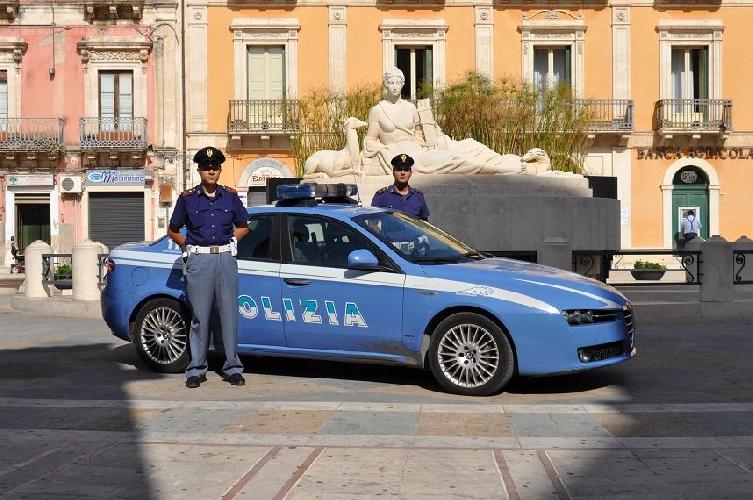 http://www.ragusanews.com//immagini_articoli/07-07-2014/polizia-weekend-di-repressione-a-comiso-500.jpg