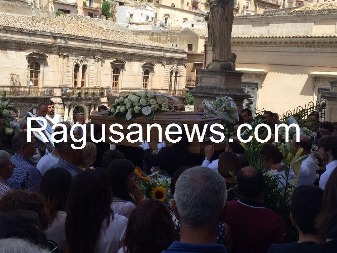 https://www.ragusanews.com//immagini_articoli/07-07-2016/l-ultimo-saluto-a-vincenzo-spadaro-500.jpg