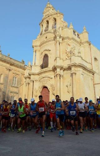 http://www.ragusanews.com//immagini_articoli/07-07-2017/settima-edizione-baroque-race-memorial-giorgio-buscema-500.jpg