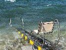 https://www.ragusanews.com//immagini_articoli/07-07-2018/passerella-mare-regala-bagno-diversamente-abili-100.jpg