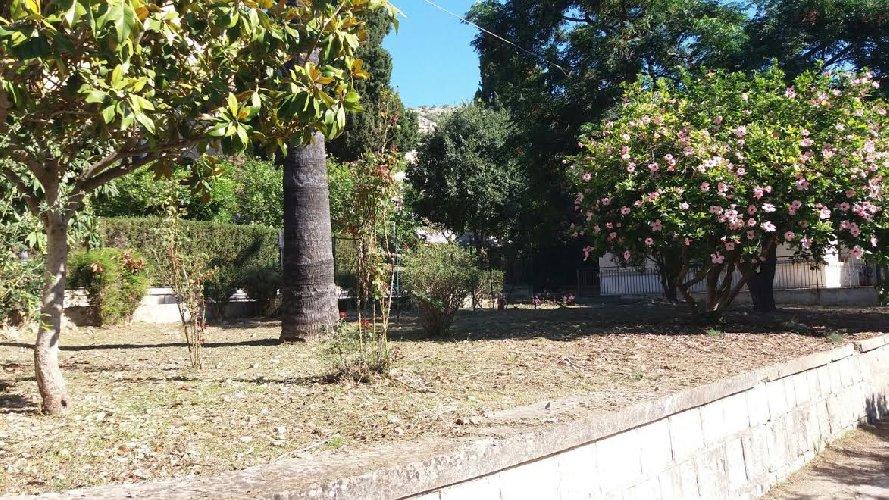https://www.ragusanews.com//immagini_articoli/07-07-2018/rinnovato-giardino-ospedale-busacca-500.jpg