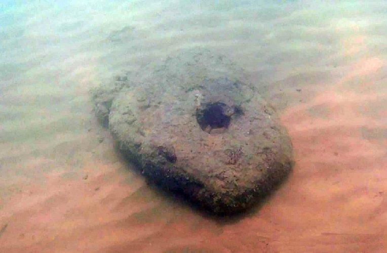 https://www.ragusanews.com//immagini_articoli/07-07-2019/archeologia-unancora-litica-acque-di-san-leone-500.jpg