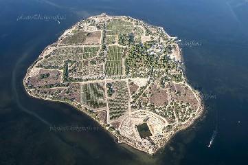 https://www.ragusanews.com//immagini_articoli/07-07-2020/l-isola-mai-vista-agli-aromi-240.jpg