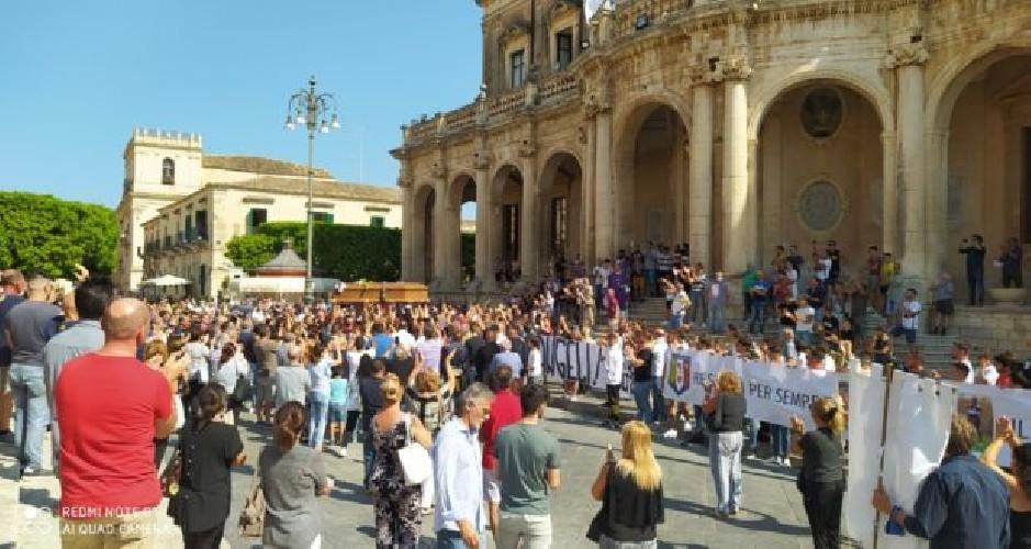 https://www.ragusanews.com//immagini_articoli/07-07-2020/noto-celebrati-i-funerali-di-peppino-rizza-500.jpg