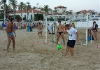 http://www.ragusanews.com//immagini_articoli/07-08-2014/marina-di-ragusa-capitale-estiva-degli-sport-sulla-spiaggia-100.jpg