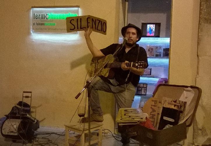 http://www.ragusanews.com//immagini_articoli/07-08-2015/davide-di-rosolini-silenzio-canto-io-500.jpg
