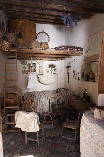 http://www.ragusanews.com//immagini_articoli/07-08-2015/la-casa-del-bracciante-una-notte-al-museo-500.jpg