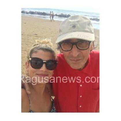 http://www.ragusanews.com//immagini_articoli/07-08-2016/la-cantante-emma-a-scicli-ospite-di-battiato-con-la-muta-420.jpg