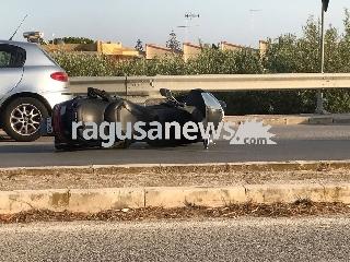 http://www.ragusanews.com//immagini_articoli/07-08-2017/auto-scooter-ferito-motociclista-marina-modica-240.jpg