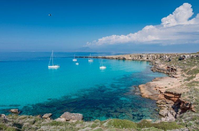 https://www.ragusanews.com//immagini_articoli/07-08-2018/sicilia-spiagge-street-food-qualita-500.jpg