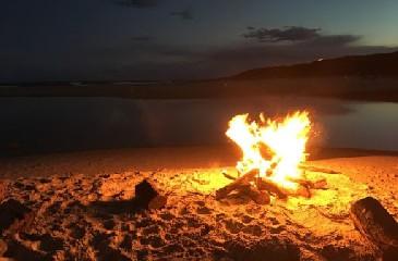 https://www.ragusanews.com//immagini_articoli/07-08-2020/covid-no-ai-falo-in-spiaggia-a-modica-240.jpg