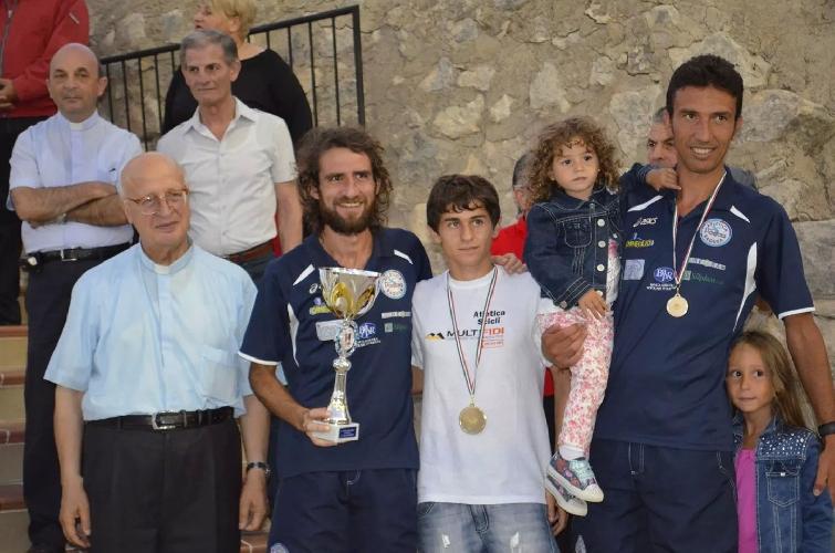 https://www.ragusanews.com//immagini_articoli/07-09-2014/vincenzo-schembari-vince-su-tutti-al-santa-rosalia-500.jpg