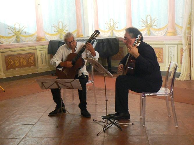 https://www.ragusanews.com//immagini_articoli/07-09-2017/noto-tiempo-guitarras-500.jpg