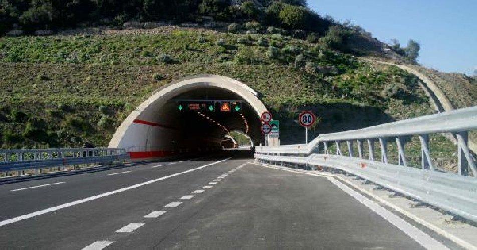 https://www.ragusanews.com//immagini_articoli/07-09-2018/autostrada-siracusa-catania-restera-chiusa-cinque-notti-500.jpg