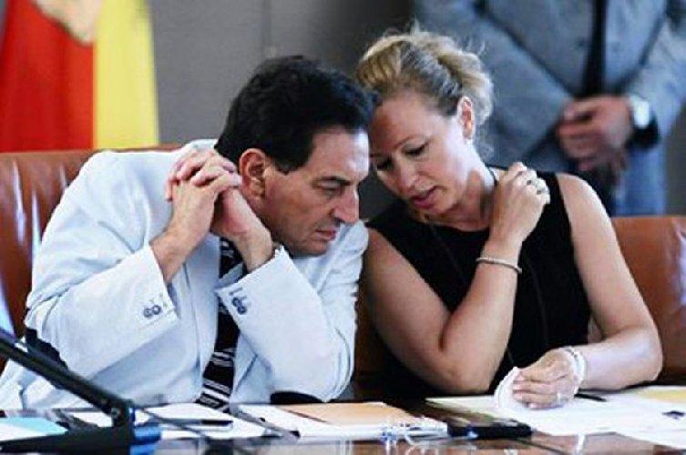https://www.ragusanews.com//immagini_articoli/07-09-2018/incarichi-monterosso-giudizio-lombardo-crocetta-assessori-500.jpg