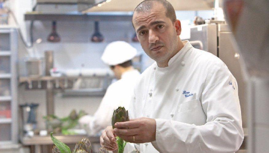 https://www.ragusanews.com//immagini_articoli/07-09-2019/cucina-pino-cuttaia-a-speciale-tg1-500.jpg