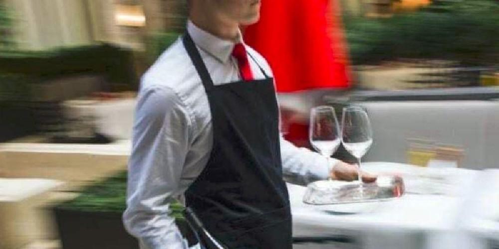 https://www.ragusanews.com//immagini_articoli/07-09-2020/camerieri-senza-mascherina-chiusi-famosi-locali-a-catania-500.jpg