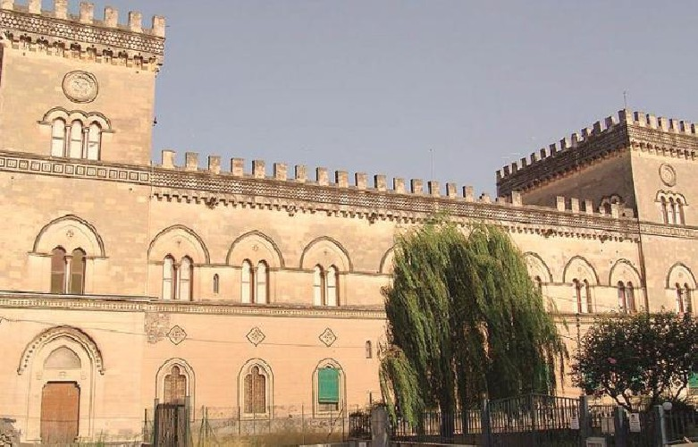 https://www.ragusanews.com//immagini_articoli/07-09-2020/si-vende-il-castello-scammacca-500.jpg
