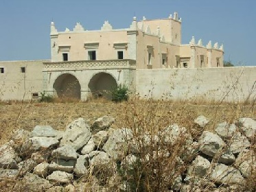 https://www.ragusanews.com//immagini_articoli/07-09-2021/torre-trigona-in-vendita-il-castello-del-1500-foto-280.jpg