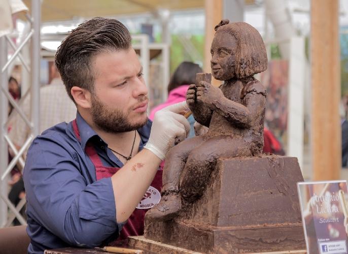 https://www.ragusanews.com//immagini_articoli/07-10-2015/il-cioccolato-modicano-brucia-la-concorrenza-a-expo-500.jpg
