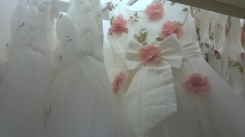 https://www.ragusanews.com//immagini_articoli/07-10-2016/1475835089-2-sgsposegioielli-abiti-da-sposa-e-cerimonia.jpg