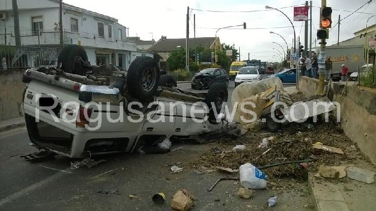 http://www.ragusanews.com//immagini_articoli/07-10-2016/incidente-in-contrada-sperlinga-ferite-due-persone-420.jpg