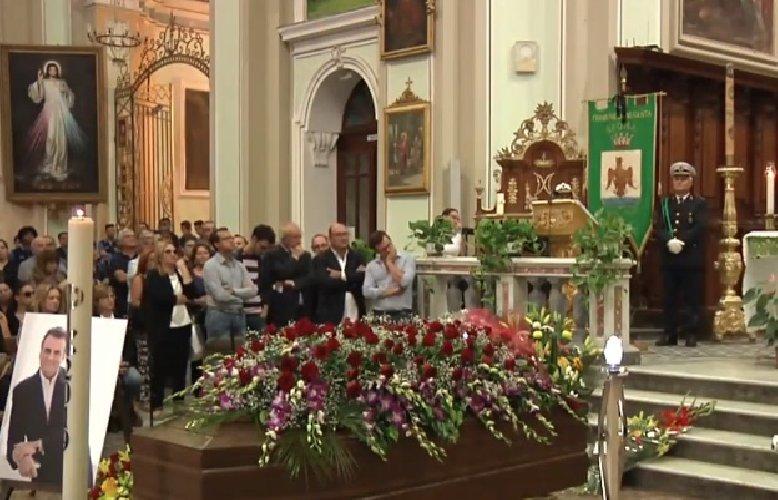 https://www.ragusanews.com//immagini_articoli/07-10-2019/celebrati-i-funerali-tenore-marcello-giordani-500.jpg