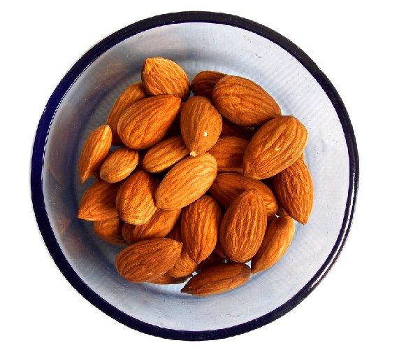https://www.ragusanews.com//immagini_articoli/07-10-2019/dieta-il-segreto-per-non-ingrassare-e-frutta-secca-500.jpg