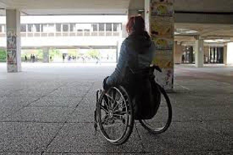 https://www.ragusanews.com//immagini_articoli/07-10-2020/disabile-positiva-al-covid-19-violentata-in-una-struttura-500.jpg