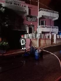 https://www.ragusanews.com//immagini_articoli/07-10-2021/1633597436-va-a-fuoco-una-casa-a-scoglitti-1-280.jpg