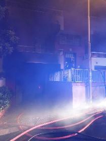 https://www.ragusanews.com//immagini_articoli/07-10-2021/1633597441-va-a-fuoco-una-casa-a-scoglitti-4-280.jpg