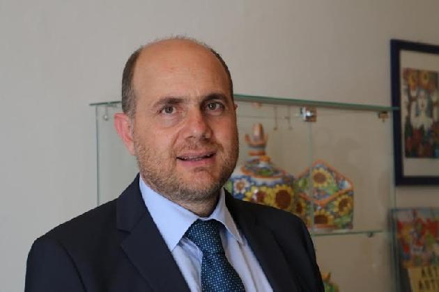https://www.ragusanews.com//immagini_articoli/07-11-2016/pro-loco-d-italia-il-nuovo-presidente-nazionale-e-antonino-la-spina-420.jpg