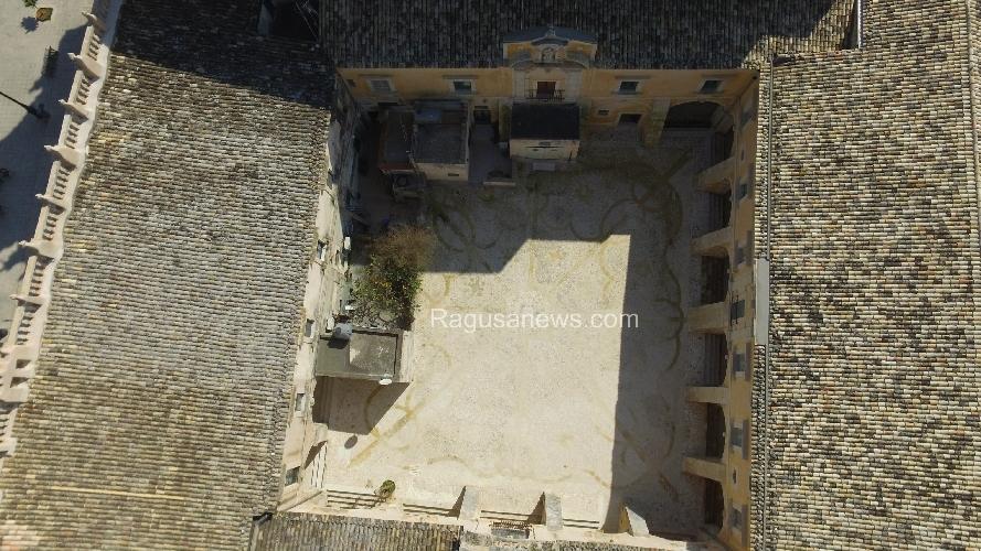 https://www.ragusanews.com//immagini_articoli/07-11-2017/convento-carmine-consegnato-comune-500.jpg