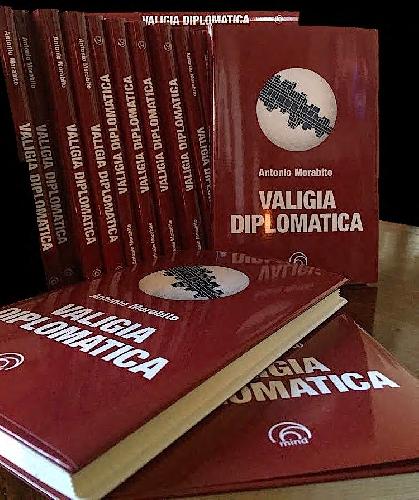 http://www.ragusanews.com//immagini_articoli/07-11-2017/presenta-modica-valigia-diplomatica-500.jpg