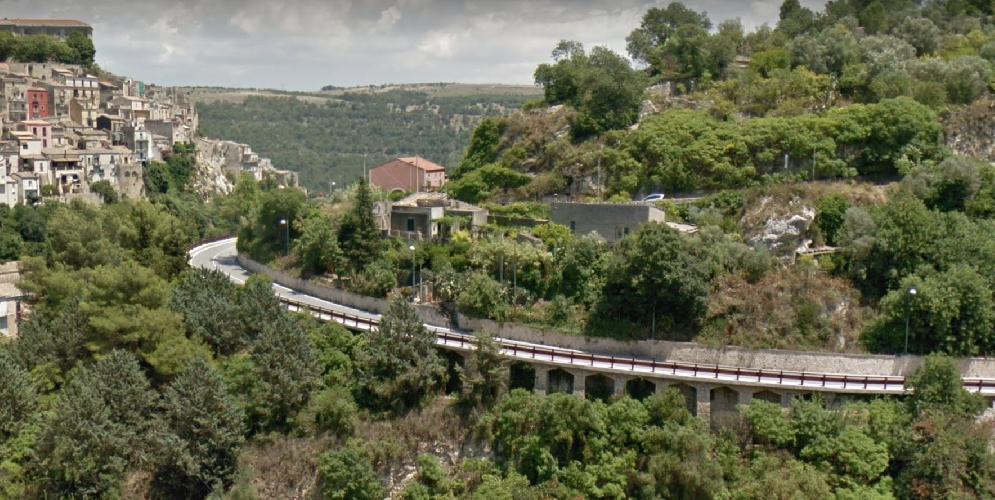 https://www.ragusanews.com//immagini_articoli/07-11-2018/viadotto-accesso-ragusa-ibla-chiuso-giorni-500.png