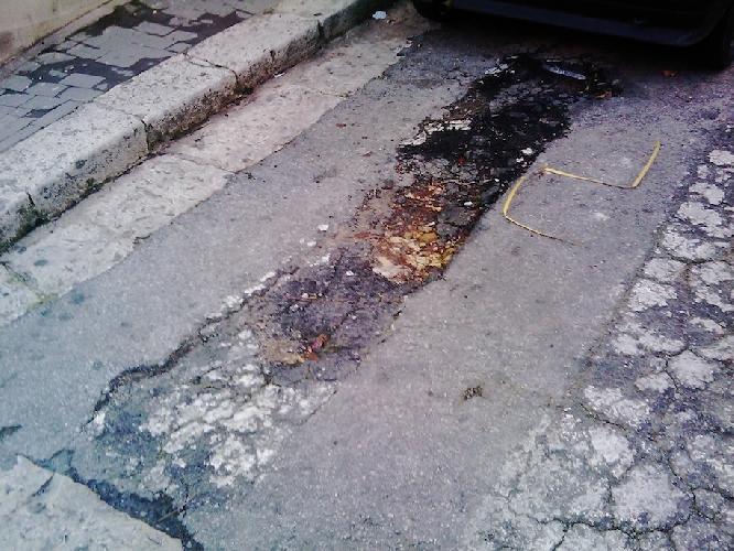https://www.ragusanews.com//immagini_articoli/07-12-2013/il-degrado-di-via-pergolesi-a-ragusa-500.jpg