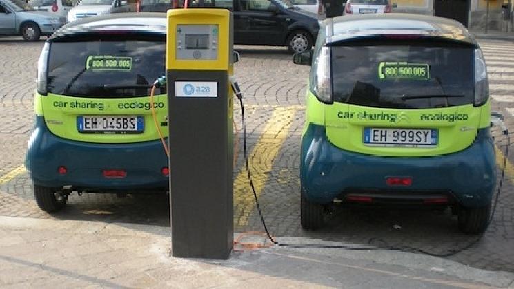 http://www.ragusanews.com//immagini_articoli/07-12-2016/ragusa-ha-comprato-la-stazione-di-ricarica-per-auto-elettriche-420.jpg